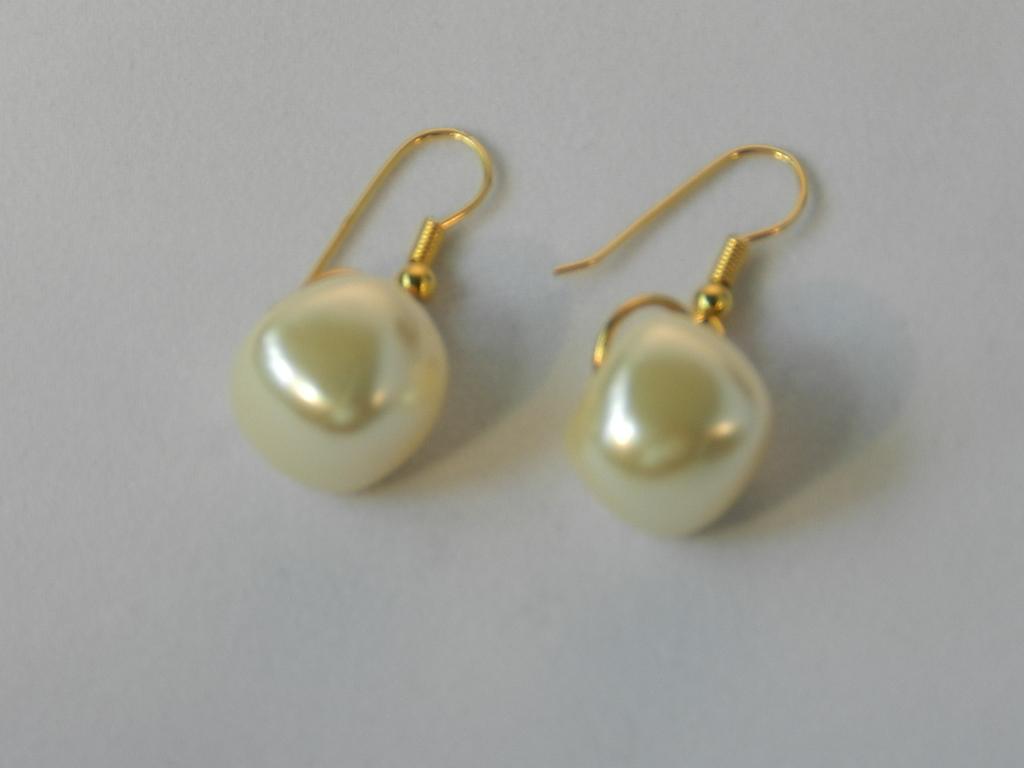 29e2ff3bf8b7 Pendientes de oro con gran perla de Manacor n1422 – Brazaletes y Sortijas